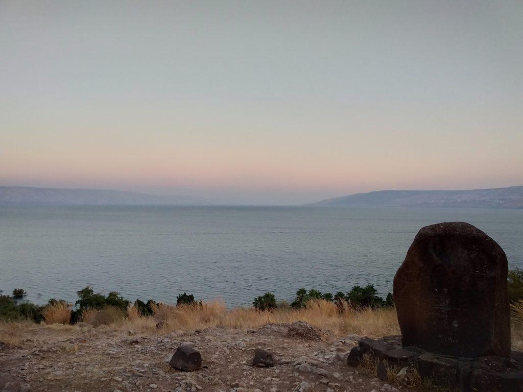 La sacra collina, che fronteggia il Mare di Galilea, dove Gesù insegnò il Padre Nostro